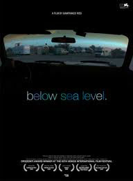 Below sea level = Sous le niveau de la mer |